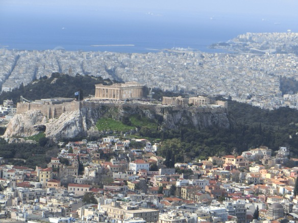 Die Akropolis vom Lykavittós, dem Athener Stadtfelsen, aus gesehen.