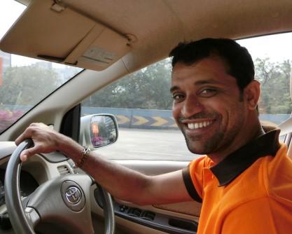 Amin Sheikh ist Fremdenführer und Taxifahrer in Mumbai