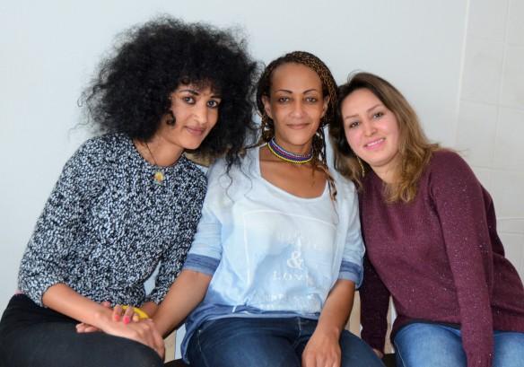 Salomé Korschinowski (Mitte) mit ihren Schützlingen Freselam Teswalem (links) und Azadeh Akbari