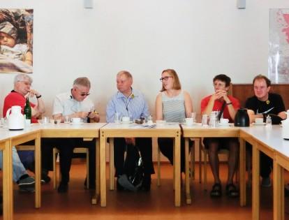Verena Wörmann erzählt ihren Gästen von IN VIA