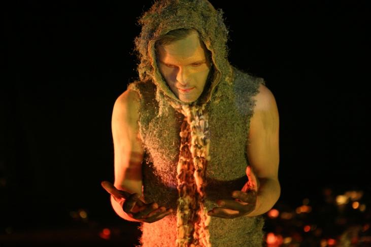 Sebastian Urbanski als Tänzer in der Inszenierung
